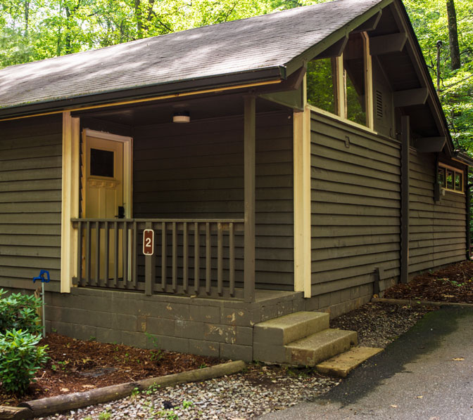 http://www.amicalolafallslodge.com/wp-content/uploads/2015/09/Amicalola-Falls-Adventure-Lodge-Accommodations-Cabins.jpg